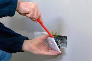 услуги электрика на дому в Саратове